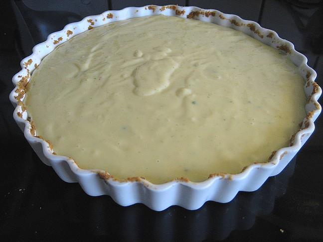 Limetærten klar til ovnen