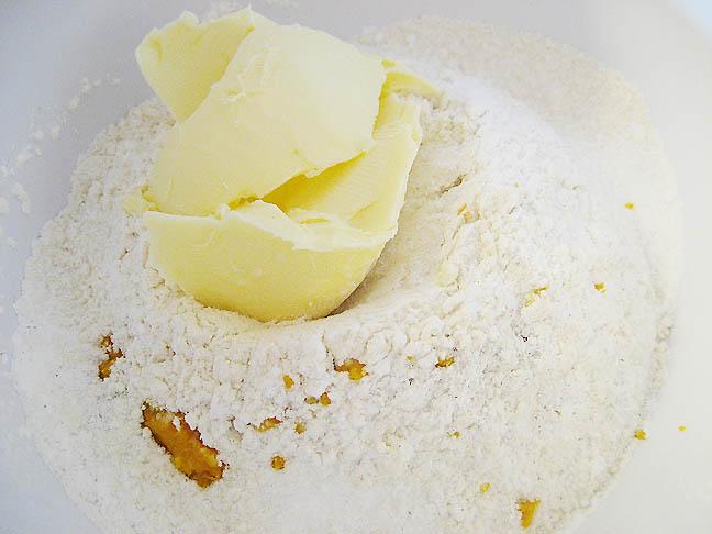 De tørre ingredienser + smør