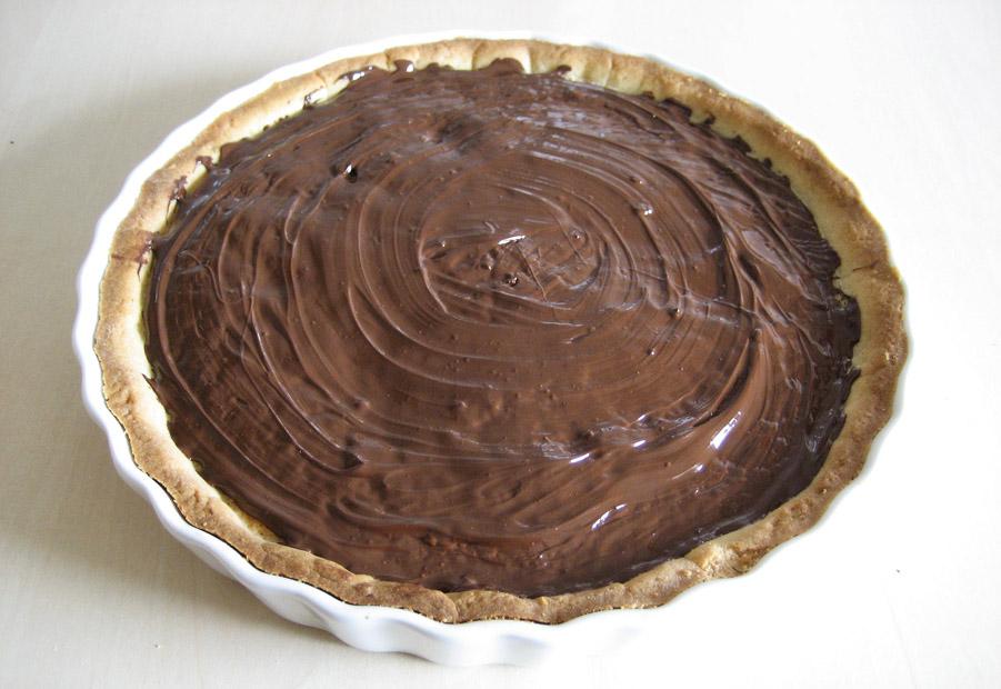 Et lag smeltet chokolade