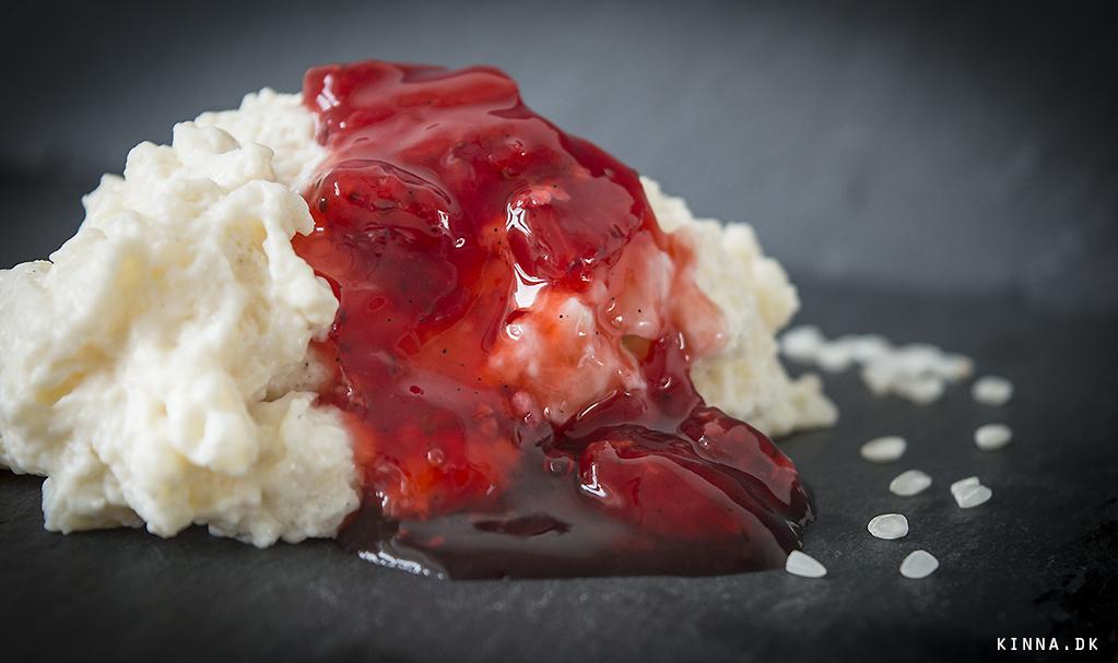Hjemmelavet risifrutti serveret med jordbær/hyldeblomst marmelade