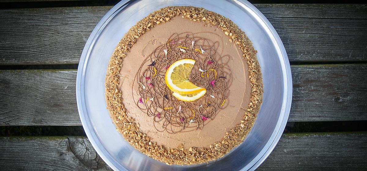Chokoladekage med chokolade/appelsincreme og hasselnødde/nougatkrokant