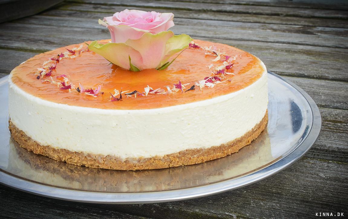 Vanille-cheesecake med nektarinmarmelade
